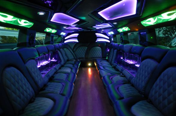 whte-hummer-limo-4