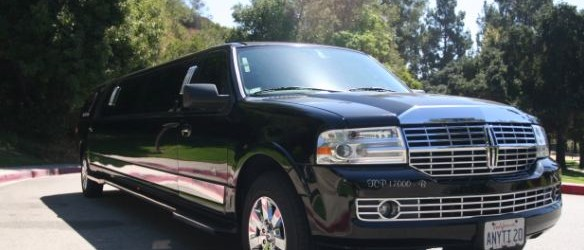 Lincoln Navigator SUV Stretch Limo (up to 12 to 14 passengers)